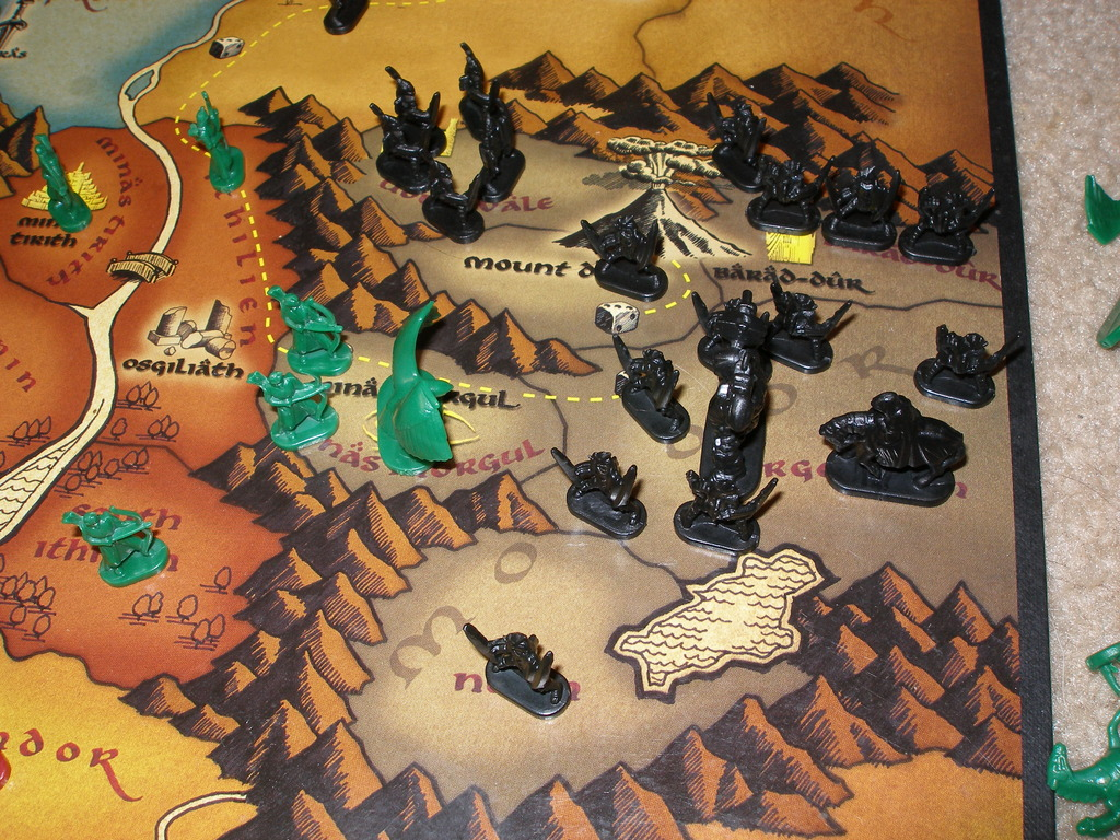 Risk The Lord Of The Rings Trilogy Edition - Evil Attacks Good In Mordor.